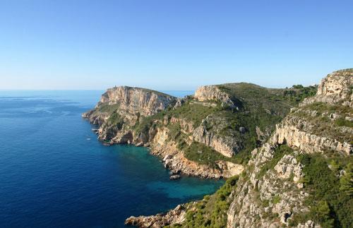 Acantilados de la costa de Benitachel, situada entre Moraira y Javea